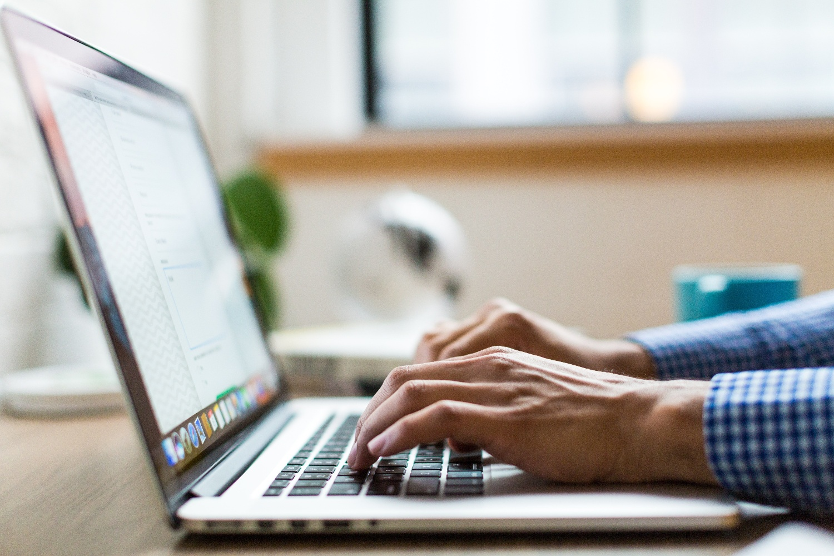 computer - person-using-macbook